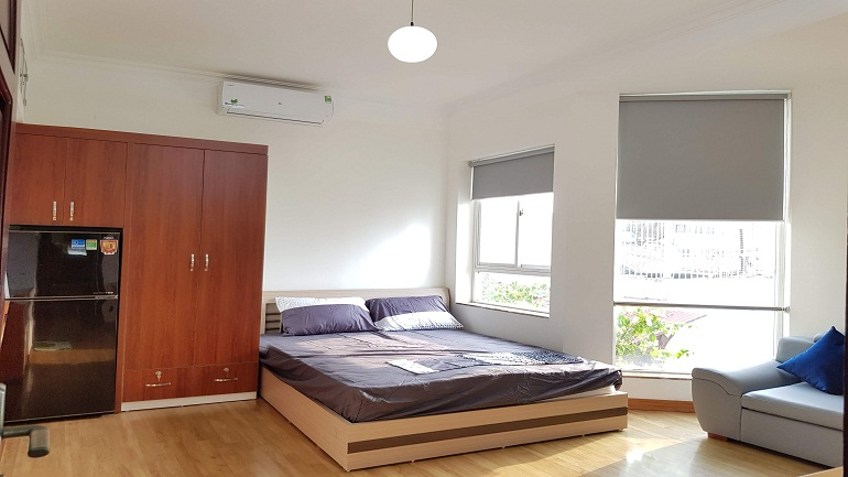 Bright studio apartment in Tran Hung Dao street, Hoan Kiem district for rent