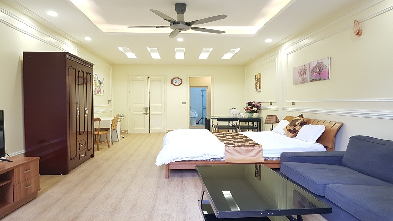 Balcony studio apartment with big size in Tran Hung Dao street, Hoan Kiem district for rent