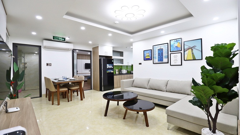 Elegant modern 2 – bedroom apartment in Lac Long Quan street, Tay Ho district for rent